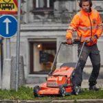 Två anledningar att klippa gräs med batteri